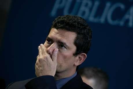 O ministro da Justiça Sergio Moro participa da cerimônia de lançamento do pacto nacional que estabelece o direito da criança e do adolescente vitima ou testemunha de violência, no salão negro do Ministério da Justiça nesta quinta-feira (13).