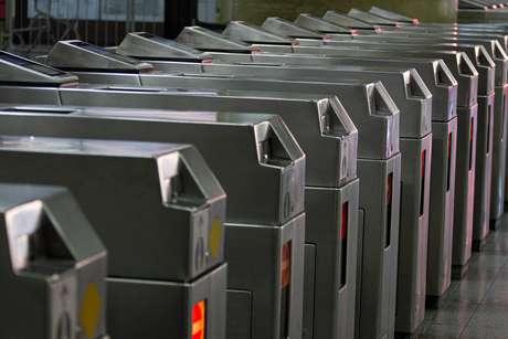 Portões fechados na Estação Tatuapé do Metrô (Linha Vermelha), na zona leste de São Paulo