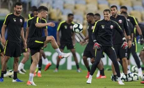 Jogadores do Qatar treinaram no Maracanã neste sábado (Foto: Mauro Pimentel/AFP)