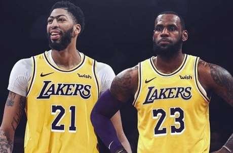 LeBron James publica montagem em que aparece ao lado de um Anthony Davis já com a camisa do Los Angeles Lakers.