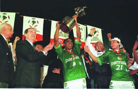 Há exatos 20 anos, o capitão César Sampaio erguia a taça da Libertadores pelo Palmeiras (Daniel Augusto Jr/LANCE!)