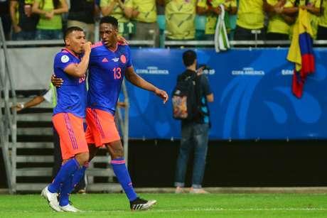 Roger Martínez da Colômbia comemora gol durante partida entre Argentina e Colômbia