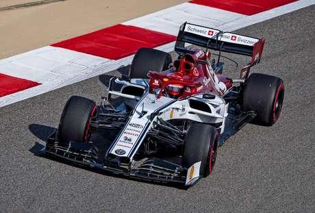 """""""Disputas mais emocionantes"""" no pelotão intermediário da F1, diz Raikkonen"""