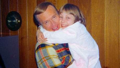 Robert Berchtold era um amigo próximo da família Broberg, mas abusou de Jan (direita) por quatro anos