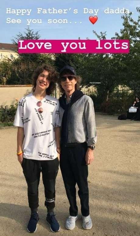 Lucas e o pai Mick Jagger, vocalista dos RollingStones.