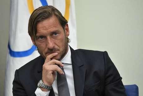 Totti concede coletiva de imprensa em Roma