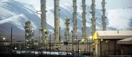 Imagem de arquivo do reator de água pesada de Arak, considerado propício para o desenvolvimento de armas nucleares