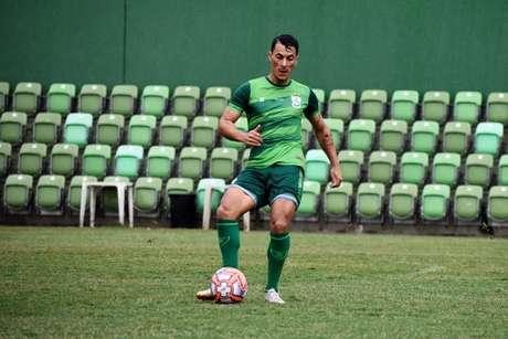 Belusso tem sido mais utilizado por Maurício Barbieri neste início de segunda divisão e está na briga por uma vaga no time titular- (Mourão Panda/América-MG)