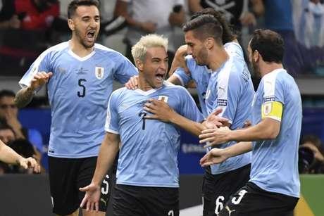 Lodeiro abriu o placar para o Uruguai no Mineirão (Foto: Luis ACOSTA / AFP)