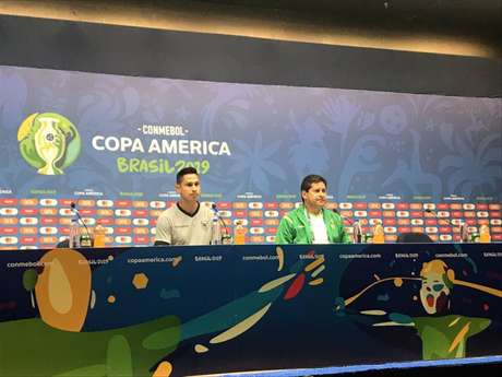 Bejarano e Villegas deram entrevista coletiva antes da partida (Foto: Luiza Sá)