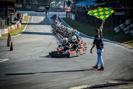 Endurance de Kart reúne 59 equipes no Kartódromo Granja Viana e tem vitória da Karteiros