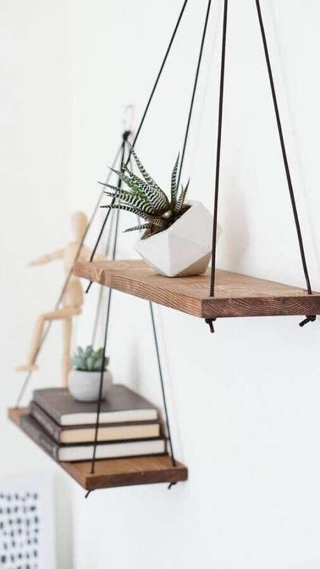 30. Delicado suporte para prateleira de madeira – Foto: Antler Wall Art