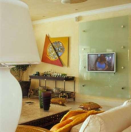 60. Painel paraTV de vidro para a televisão. Projeto de Oscar Mikail
