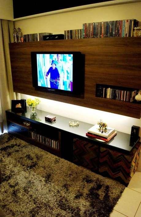 66. Painel para TV com acabamento amadeirado. Fonte: Pinterest