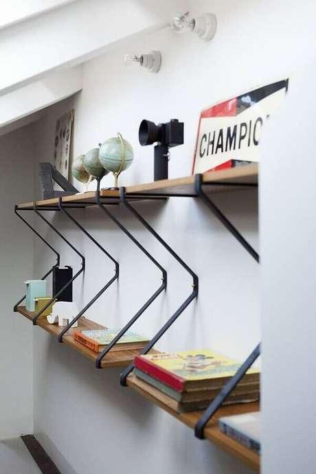 64. Decoração moderna com suporte para prateleira de madeira – Foto: Archilovers