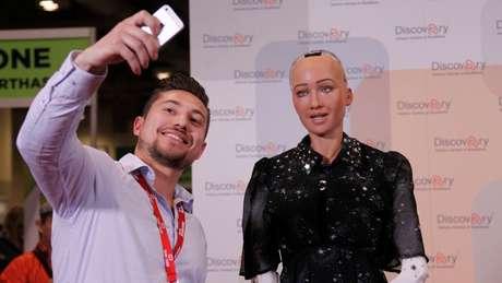 Robô humanoide Sophia participa de conferências e já ganhou até cidadania saudita