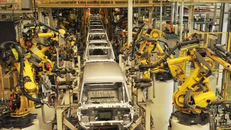 Os robôs já substituíram mão de obra humana em fábricas em todo o mundo