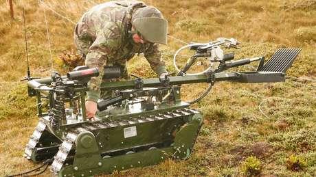 Robôs também são empregados em trabalhos que envolve alto risco, como a retirada de minas terrestres