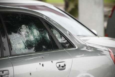 'O blindado é uma célula de segurança por alguns minutos. É difícil que um bandido atire um tiro em cima do outro, e se houver uma abordagem, o carro vai se mover, mas se (o bandido) conseguir, alguma hora vai transfixar o vidro', diz especialista