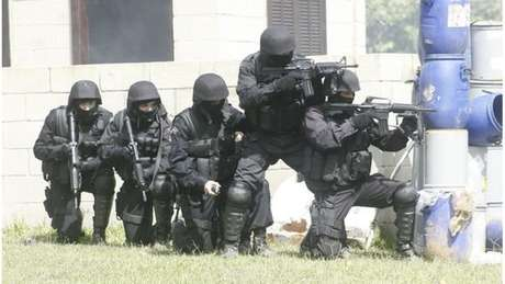 Policiais do Bope com equipamento balístico
