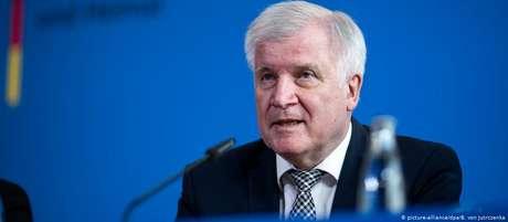 Seehofer participou de coletiva de imprensa sobre o caso