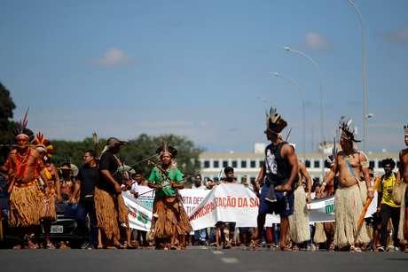 Índios protestam em frente ao Palácio do Planalto 04/06/2019 REUTERS/Adriano Machado