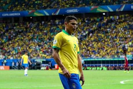 Tiago Silva, do Brasil, em lance da partida contra a Venezuela, válida pela 2ª rodada do grupo A da Copa América 2019, realizada na Arena Fonte Nova, em Salvador (BA), nesta terça- feira (18).