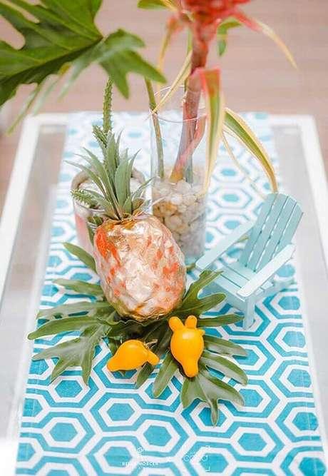 12. Arranjo de mesa para decoração de festa na piscina – Foto: Studio DIY