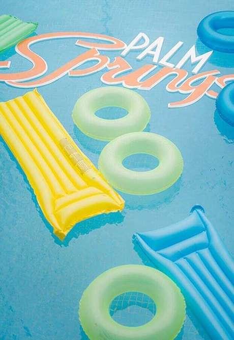 15. As boias também podem ajudar durante alguns jogos de festa na piscina – Foto: Baby and Breakfast