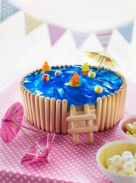 20. Bolo festa na piscina infantil – Foto: Cakes Discovery Engine