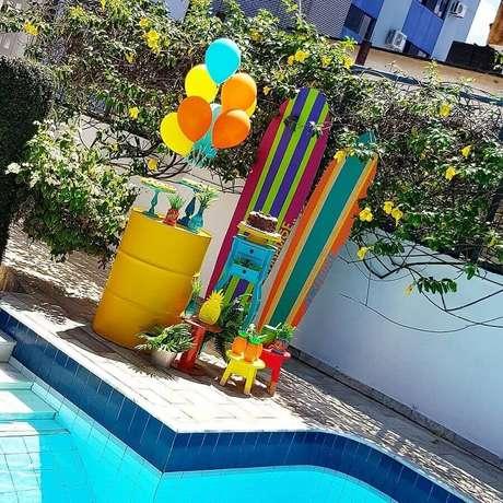 42. Decoração de festa na piscina – Foto: Mesa Feita por Gabi e Mônica