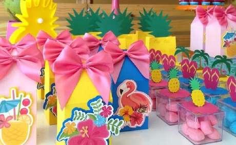 54. Invista em lindas embalagens para as suas lembrancinhas de festa na piscina – Foto: Tutti Frutti Festas