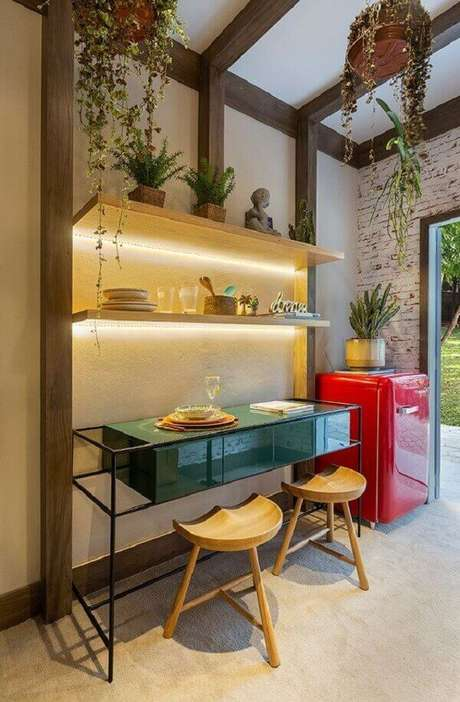 10. Mini geladeira complementa a decoração do ambiente. Fonte: Casa de Valentina