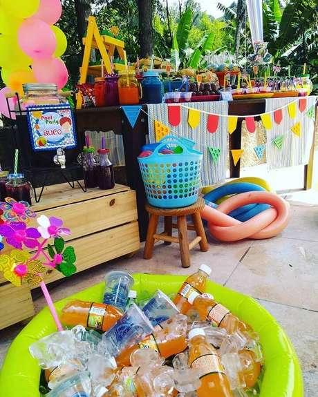 61. Ideias para festa na piscina – Foto: Apaixonarte's Personalizados