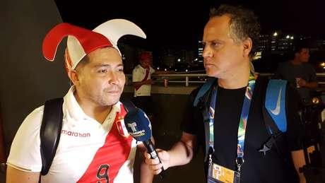 Alex Velasquez não conteve o choro com a virada peruana no Maracanã