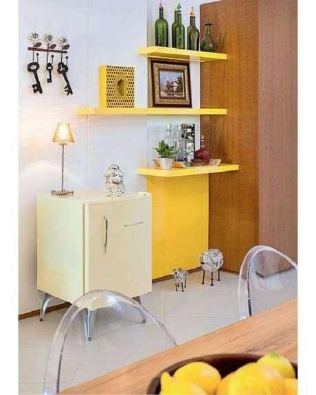 12. Mini geladeira em tom claro. Fonte: Pinterest