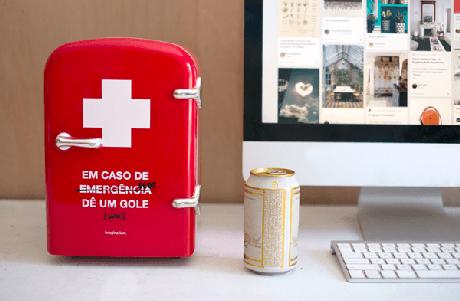 6. Mini geladeira portátil com design criativo. Fonte: Imaginarium