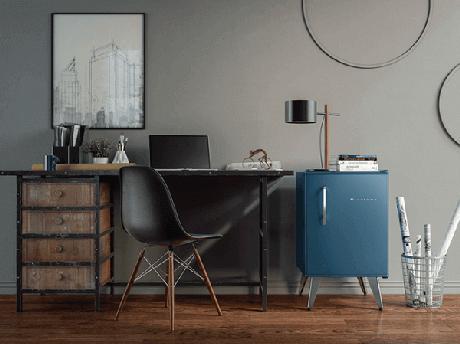 1. Mini geladeira posicionado ao lado da mesa do escritório. Fonte: Conexão Decor
