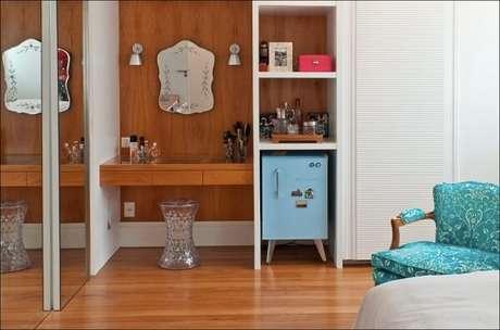 42. Geladeira mini retrô complementa a decoração do quarto. Fonte: Pinterest