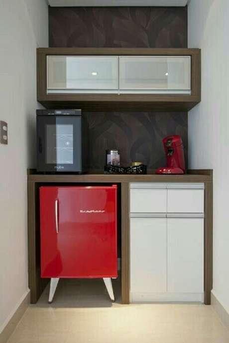 24.Geladeira mini vermelha utilizada em pequenos espaços. Fonte: Pinterest