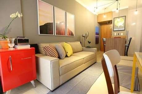 45. Geladeira mini vermelha para sala de estar. Fonte: Majó Arquitetura de interiores