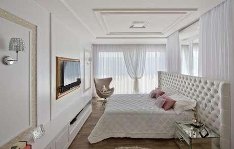 47. Tecido para cortina com decoração de quarto de casal com cabeceira branca – Por: Espaço do traço