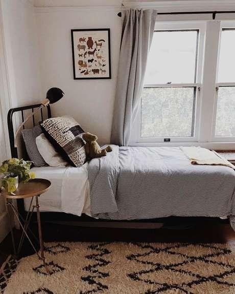 38. Tecido para cortina barato em tons claros e mais grossos, para evitar a entrada de luz no quarto – Por: Viva Decora