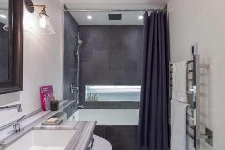 35. Tecido para cortina para separar os ambientes do banheiro – Por: Mauricio Karam
