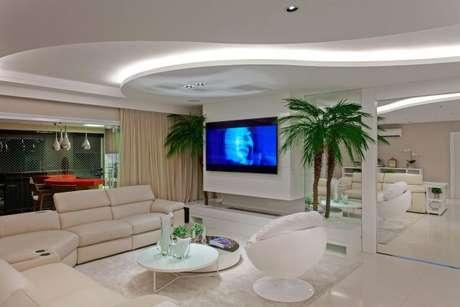 34. Tecido para cortina de decoração de sala de estar com lareira integrada à área gourmet – Por: Iara Kilaris