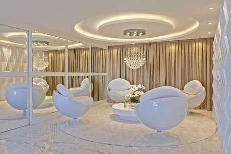 21. Tecido para cortina na decoração de sala de estar moderna – Por: Iara Kilaris