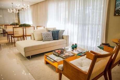 1. Tecido para cortina de sala de estar ao longo de toda a janela – Por: Jamille