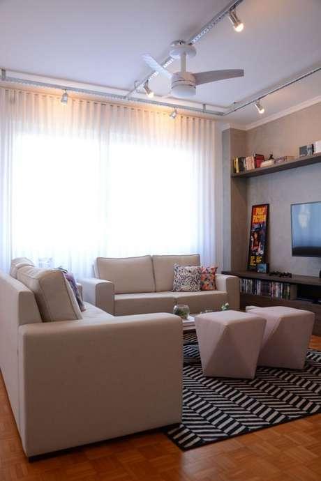 19. Tecido para cortina de decoração de sala de estar com tapete geométrico – Por: Pinterest