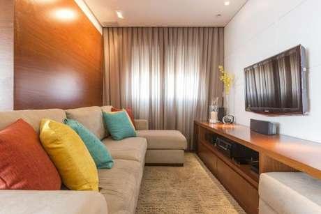 14. O tecido para cortina barata de sala de estar pode ficar ainda mais bonito com os detalhes coloridos.