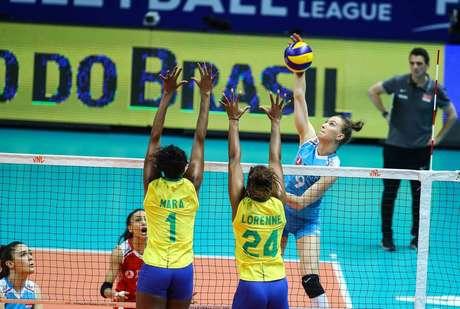 Brasileiras perderam em cinco sets, mas já estavam classificadas à próxima fase da Liga das Nações.